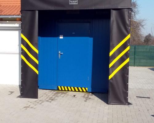 Fekete biztonsági belépő kapu ponyva