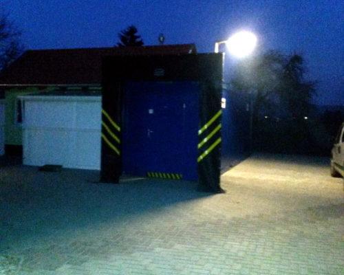 Fekete biztonsági belépő kapu, ponyva