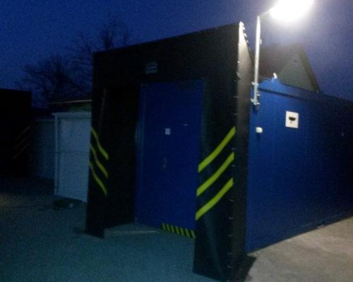 Fekete biztonsági belépő kapu